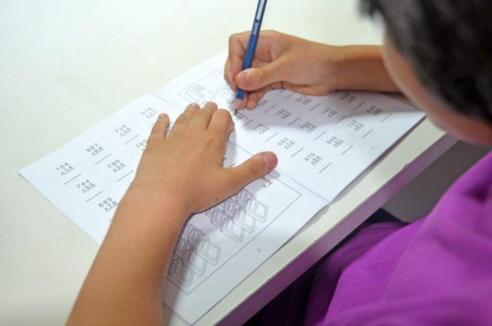 えっ、それだけでいいの!?数学の成績を上げるコツはボールペンと使うこと